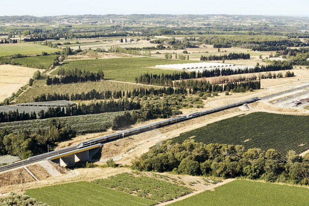 Costières - ouvrage de franchissement entre la base maintenance et l'A54
